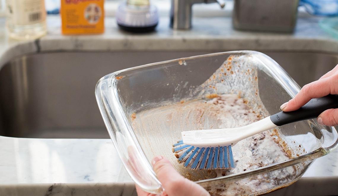 how to clean glass bakeware