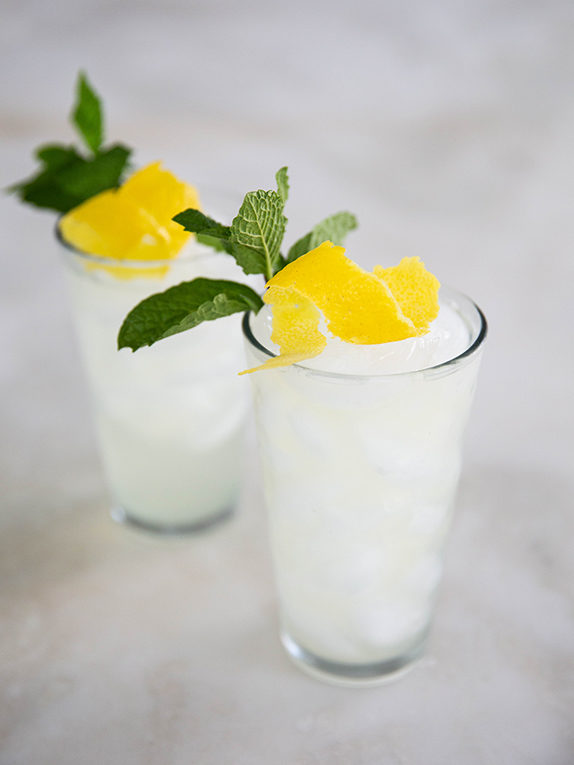 Celebrate Summer with this Sparkling Lemonade Recipe